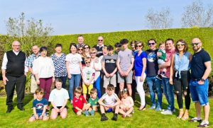 our-extended-family-photo-easter-2019