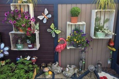 pots-and-fence-flower-decorations
