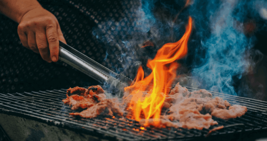 Smoking-Barbecue-for-Backyard-Camping